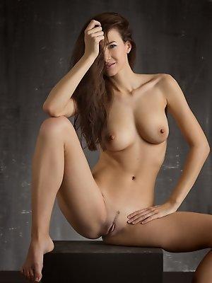 Nude Art Lauren